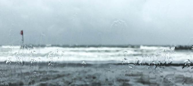 彼の海_嵐の今日_停電と雨漏りチャンピオン_(1258文字)
