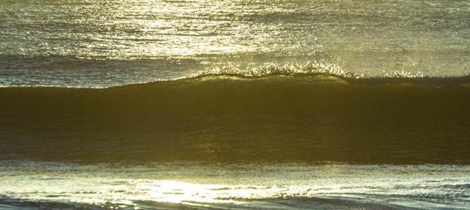 【テクニック編】切り立った波壁でのスタンス位置_DJポリスと協奏するDJツナくん_(2769文字)