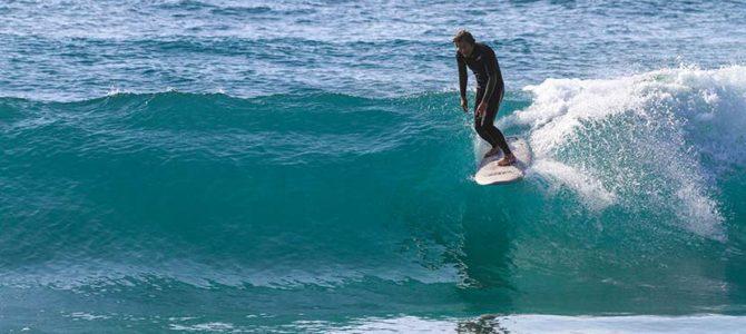 【サーフィン研究所:スタンス編】JOBのショアブレイク_ロゴとサバ手といろいろ_(1115文字)