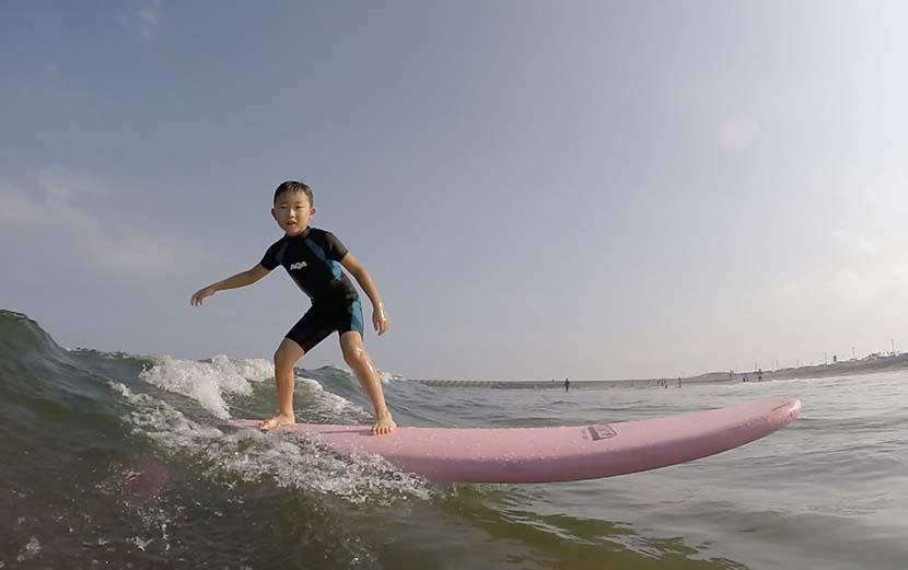 7歳児の波に乗る原風景を共に_スーパータキビシヤスNAKISURFに降臨号_(1269文字)
