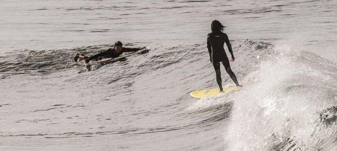 【サーフィン研究所】ニューポートビーチ_エンジェルス・スタジアム_SURFX3番外編_(1026文字)