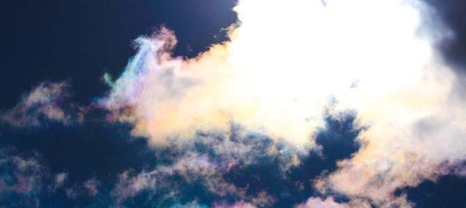 """【サーフィン研究所】""""Iridescent Dragon""""彩雲の中の龍くん_海面に宇宙を見た日_(685文字)"""