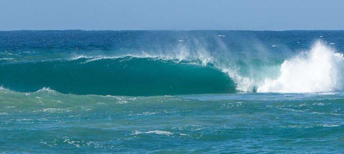 【サーフィン研究所】重い波_雲と波と光の青い龍_法王と「うなずきマーチ」_(1369文字)