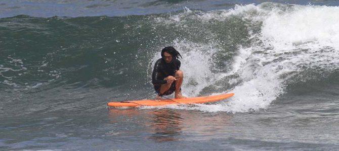 【サーフィン研究所】タイラー・ウォーレンの美形ボード_タキビ神近影_おいしいもの研究所編_(1440文字)
