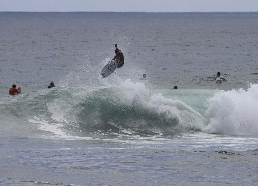 【サーフィン研究所】台風メイサークとまるやのメイサーク(名作)の巻_(2295文字)