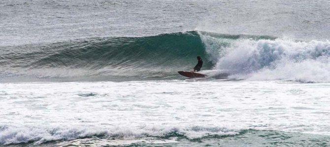 【サーフィン研究所】ヨガによって治りそうな膝_おでんとカルディ_蔵ラウンジとタキビ神プラモ_(1205文字)