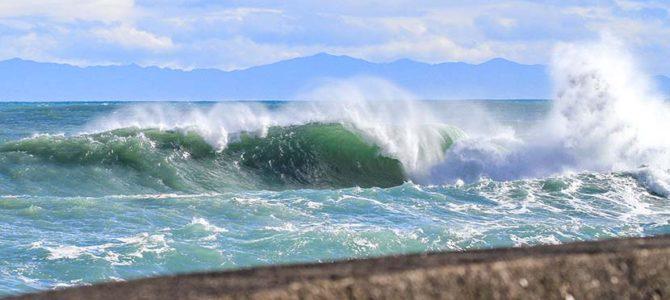 【サーフィン研究所】高気圧なのに波がある理由_高知城のある大高坂山_法王のプラモ!!_(1053文字)