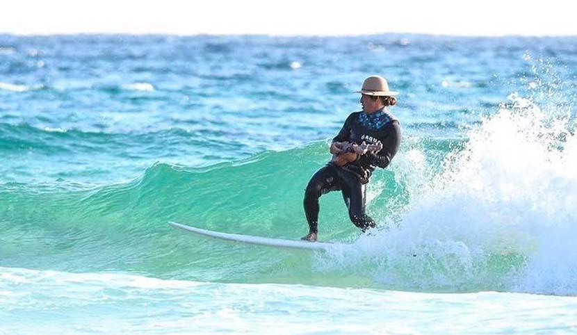 【サーフィン研究所】師走の伊豆白浜でハワイアン・ウクレレ・クリスマス_(2025文字)