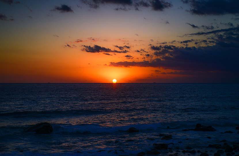 孔雀色の朝陽_(2021年BLUE誌年始巻頭コラムより)