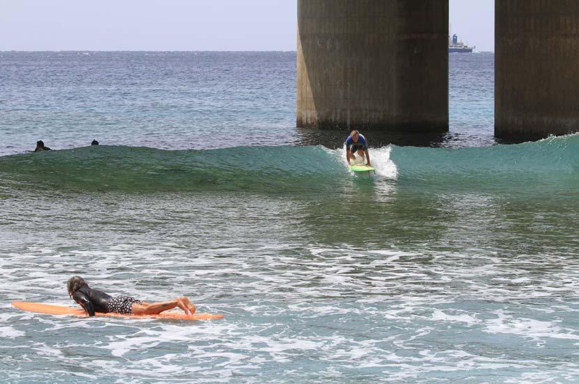 【サーフィン研究所沖縄道場】奄美回想_ロングボードで波乗りを磨く_(1369文字)