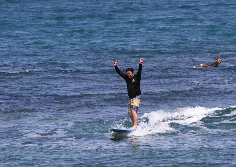 【サーフィン研究所沖縄道場】沖縄に到着したジャイアンとガラさん後編_那覇手達人の剛くん_(1313文字)