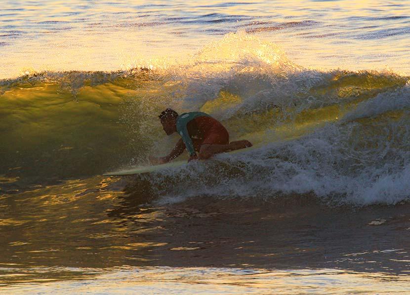 【サーフィン研究所】陽炎の自由点火バーガーとサーフィンの真実_(982文字)