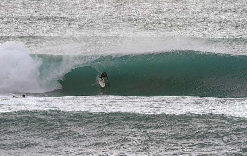 【サーフィン研究所:渾身号】英傑千葉公平さん_台風16号波による〈極地と膨大〉_(1647文字)