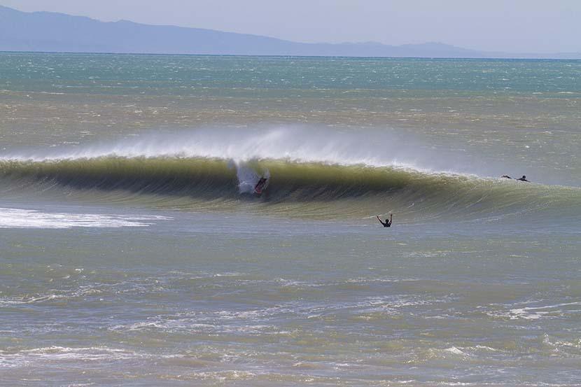 【サーフィン研究所】台風19号ナムセーウン_レフト・オンリーのロブ・マチャド_(1034文字)