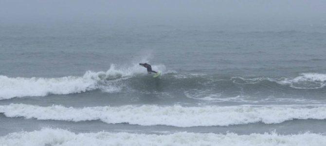 5月17日_波情報_ハラ〜ムネ、南風強し、たまに形良い波もあります♪_ピックアップのお客さま☆