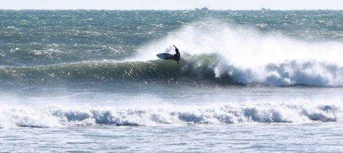 12月28日_波情報_ムネ〜カタsetアタマ、北風強し、アウトの波は良い波あります!