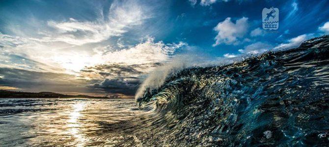 【NAKIPHOTOおすすめ商品】スマホ時代に真の価値を発揮する大判の写真作品。お部屋に飾れば壮大な波の世界に引き込まれます。