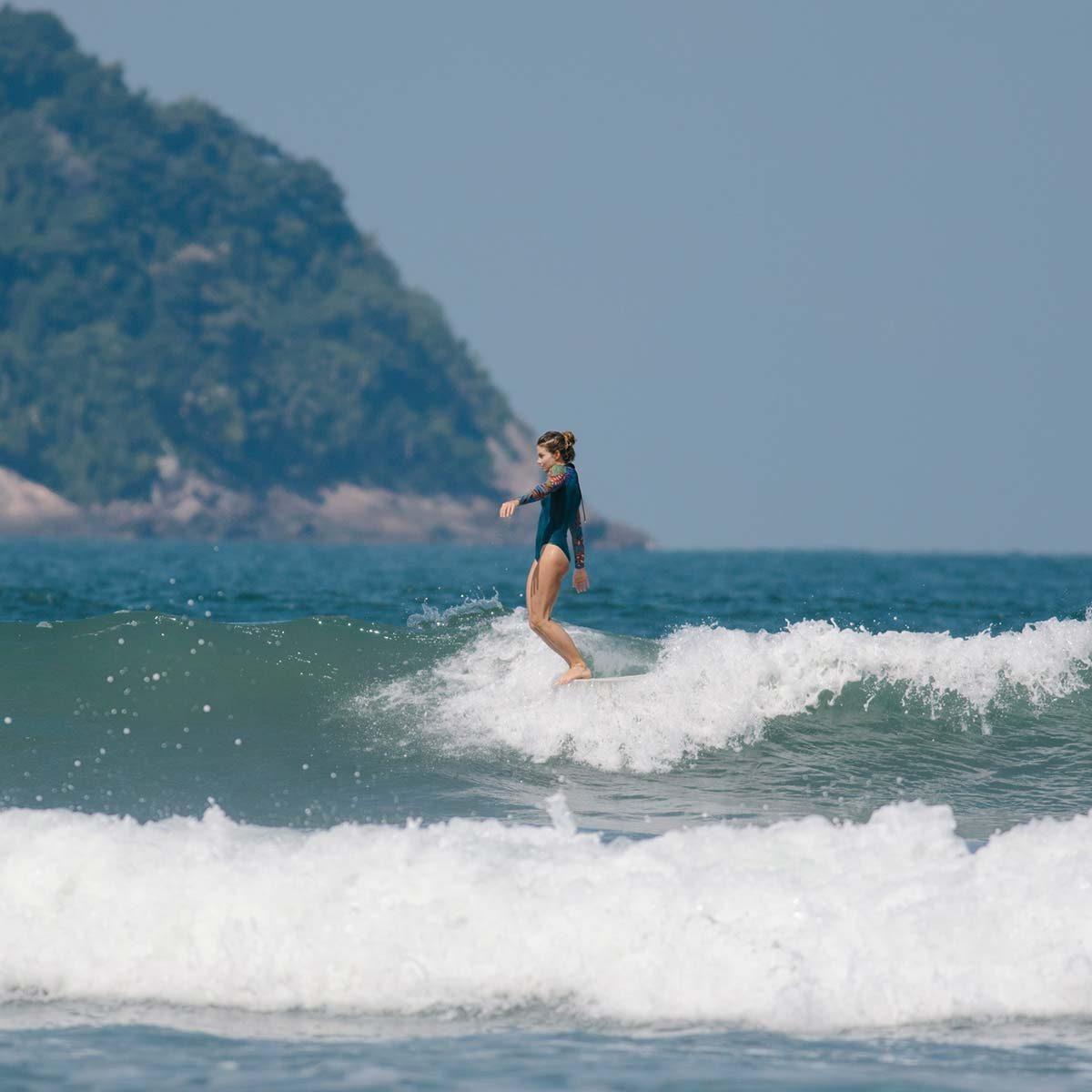 SEEA_2019_Gaviotas_SurfSuit_Tropicala01
