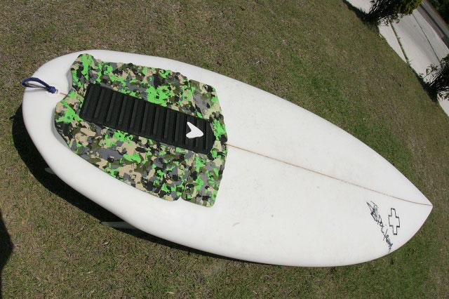 【Surf Prescriptions(DOC)】NEW TOY 5'5″ x 19-1/2″ x 2-1/2″ ポリエスター, 4チャンネル, FCS 5フィン